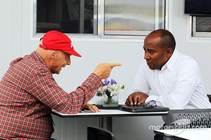 Hamilton's father visits Maranello