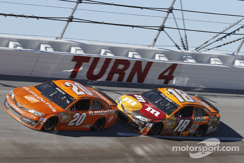 Kenseth loses points lead after up-and-down day