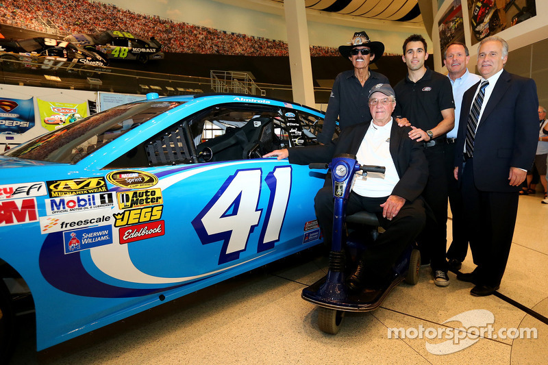 Almirola to drive the No. 41 Ford this weekend in honor of Maurice Petty