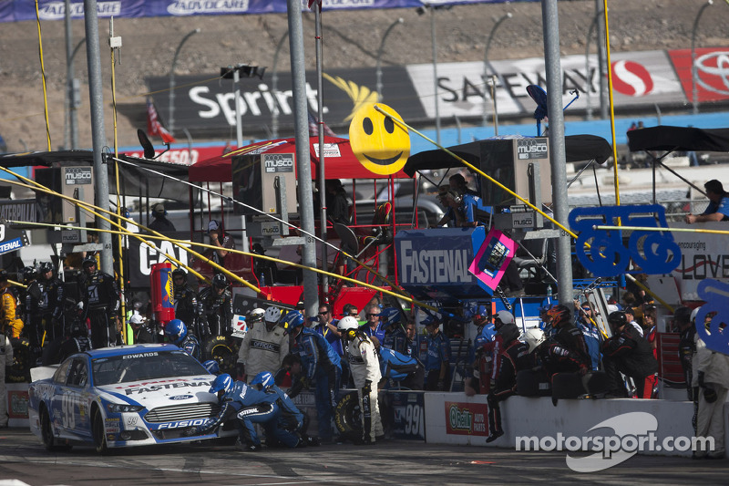 Fuel miscalculation costs Carl Edwards victory at Phoenix