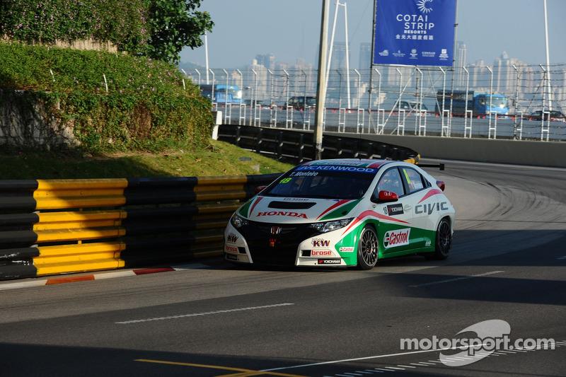 Tiago Monteiro on the podium in final at Macau