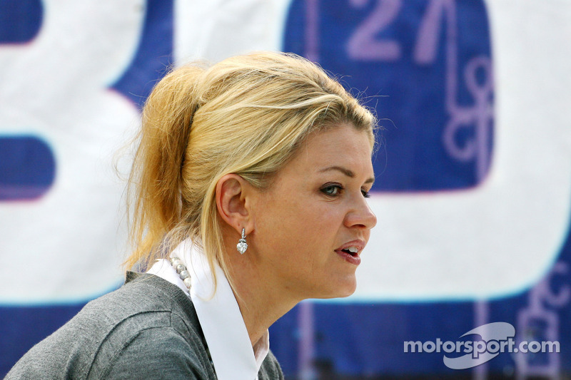 Schumacher's wife Corinna pleads with media to leave them alone