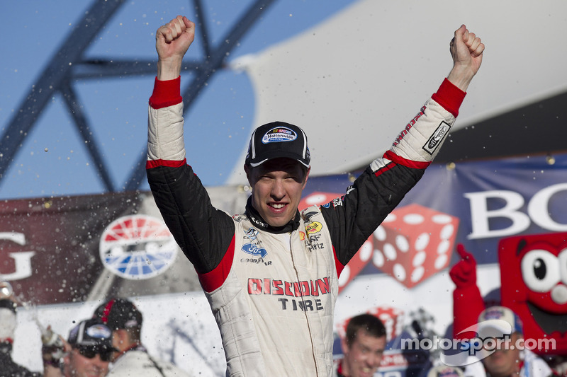 Brad Keselowski dominates in win at Vegas