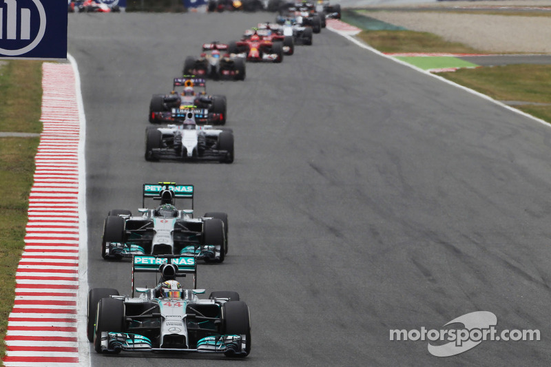 Hamilton wants Mercedes' rivals to catch up