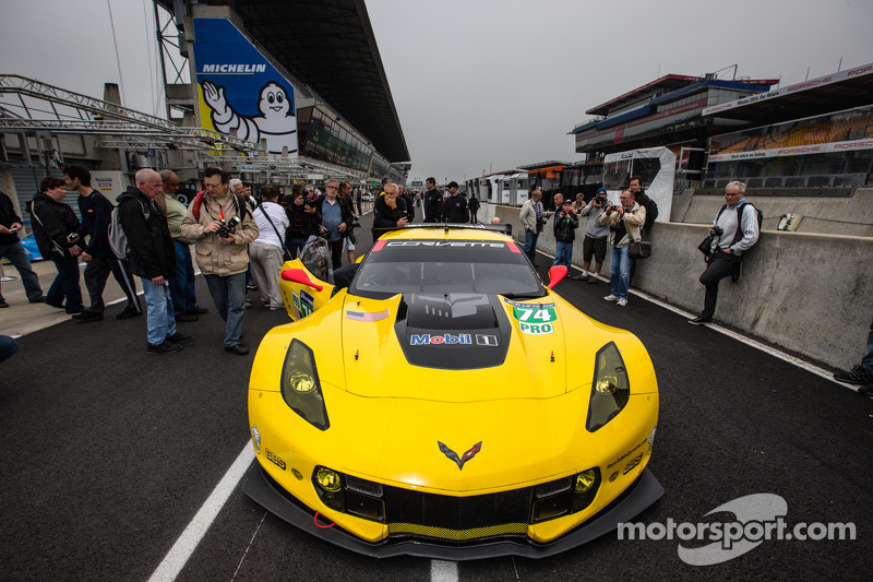 Corvette C7.R completes first test laps at Le Mans