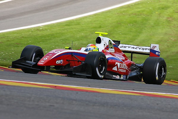 Roberto Merhi tames the elements on Race 1 at the Hungaroring