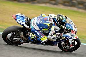Lowes clings to top spot on Day 1 in Phillip Island