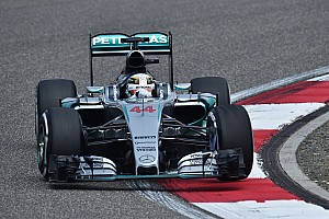 Hamilton leads from Raikkonen in second F1 practice