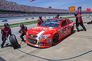 Crew member removed from pit lane at Talladega for failing to wear protective gear
