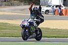 Lorenzo va de nuevo por el podio