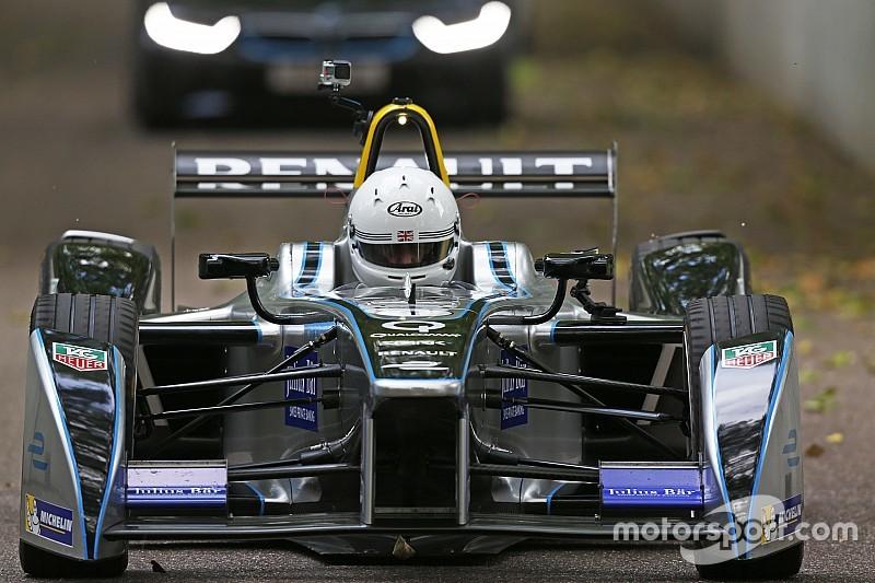 London Mayor laps Battersea Park track in Formula E car