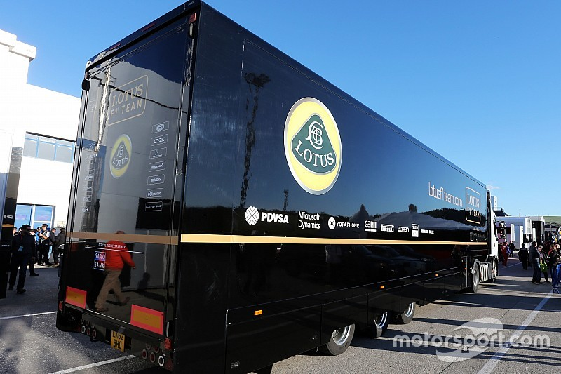 Caminhões da Lotus são liberados para Monza