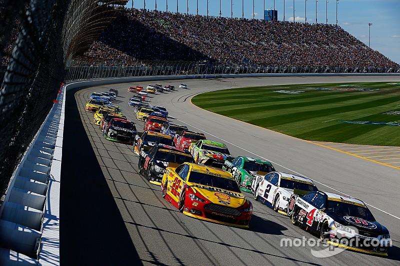 NASCAR restarts: Giving control back to the control car
