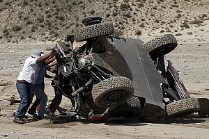 Dakar Prüfungsbericht Rallye Dakar: Sebastien Loeb mit Überschlag, Tagessieg für Mini