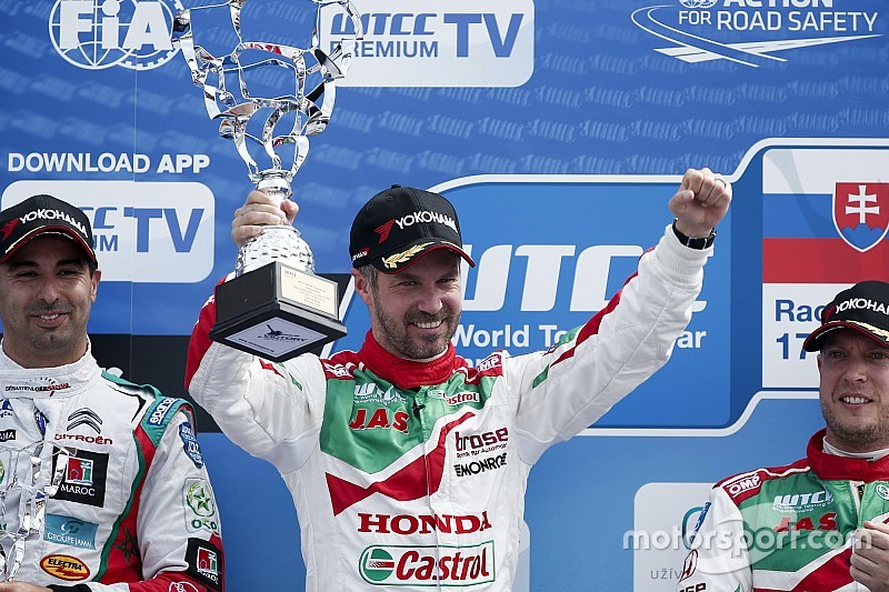 WTCCスロバキア:ホンダのモンテイロが43ポイント荒稼ぎ。選手権トップに