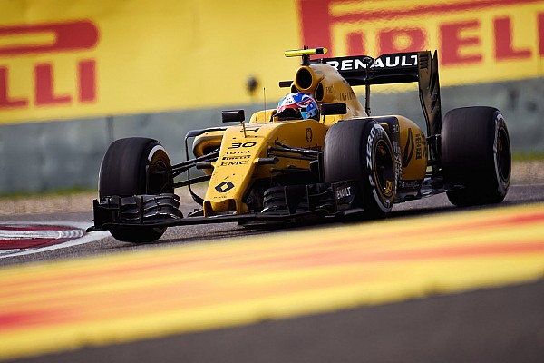 Формула 1 Новость Renault протестирует в Барселоне новую версию мотора