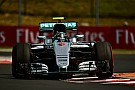 Hamilton bate e Rosberg lidera sexta-feira na Hungria
