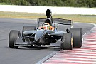 Formelsport Neues V8-Formelauto gibt Testdebüt in Australien