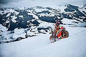 Verstappen után Marquez is csapatott egyet hóban, szöges abroncsokkal