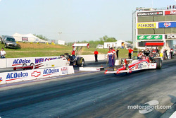 Jim Head and Paul Romine face each other in the top fuel final. Romine went on to take the victory