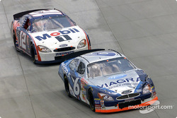 Mark Martin battles with Jeremy Mayfield