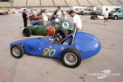 Front-engined Formula Juniors on grid