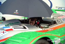 Prepping the Peugeot in the rain