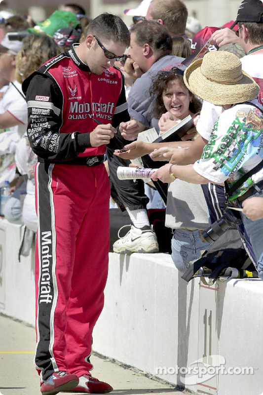 Elliott Sadler stops to sign a few autographs for the fans