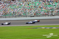 Race action: Billy Boat and Shigeaki Hattori