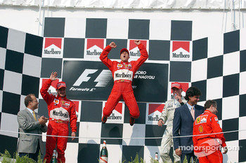 Spiderman with no fence: Michael Schumacher