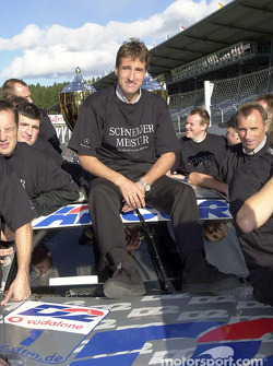 Bernd Schneider and Team AMG celebrating