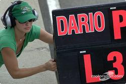 Ashley Judd with Dario Franchitti's pitboard
