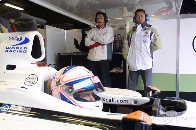 Ryo Fukuda and Anthony Davidson in the car
