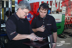 Technical Director Don Halliday compares notes with Race Engineer Martin Pare