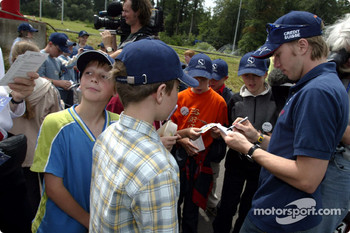 Nick Heidfeld and Felipe Massa giving lessons at the Driving Safety Center in Nürburgring, to the children from class 3a from Grundschule Kelberg: Nick Heidfeld