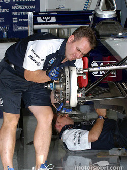 Team Williams-BMW garage area