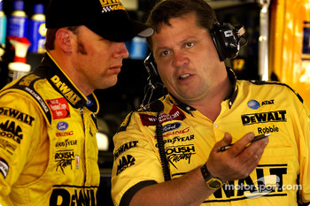 Matt Kenseth talks with crew chief Robbie Rieser