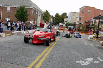 Delaware Governor Ruth Ann Minner waves to spectators along Walnut Street from her Plymouth Prowler as she leads Bayhealth Medical Center Stock Lite racers in their parade lap