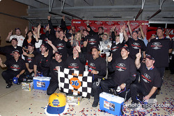 Kurt Busch and Roush Racing team members celebrate