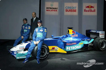 Heinz-Harald Frentzen, Peter Sauber and Nick Heidfeld with the new Sauber Petronas C22