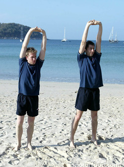 F1: Sauber fitness training camp in Alor Setar: workout on the beach for Nick Heidfeld and Heinz-Harald Frentzen