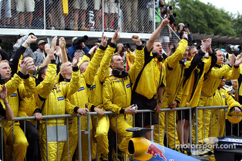 Team Jordan celebrate Giancarlo Fisichella's second place finish