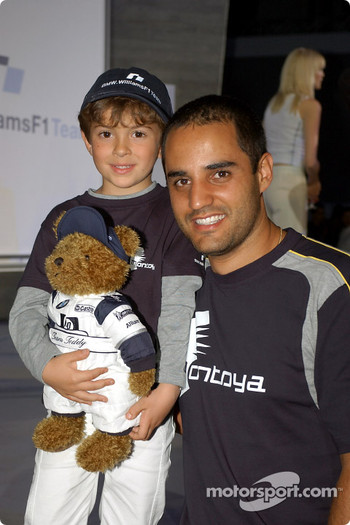 BMW WilliamsF1 Fashion Show in Barcelona: Juan Pablo Montoya and kids