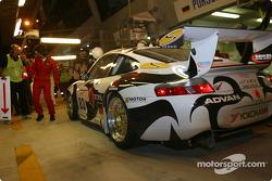 Pitstop for #83 Seikel Motorsport Porsche 911 GT3-RS: David Shep, Tony Burgess, Andrew Bagnall