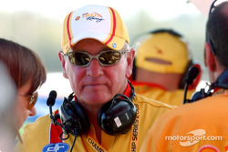 Shell team owner and Ford Legend Dick Johnson watches the monitor and his sonís progress
