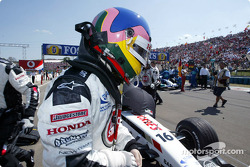 Jacques Villeneuve on starting grid