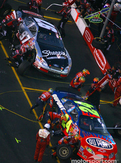 Pitstops for Jeff Gordon and Kurt Busch