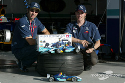 Heinz-Harald Frentzen and Nick Heidfeld try the new radio-controlled Sauber-Petronas C22