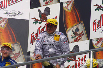 Podium: champagne for Jean Alesi