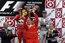 Podium: Jean Todt receives constructors trophy